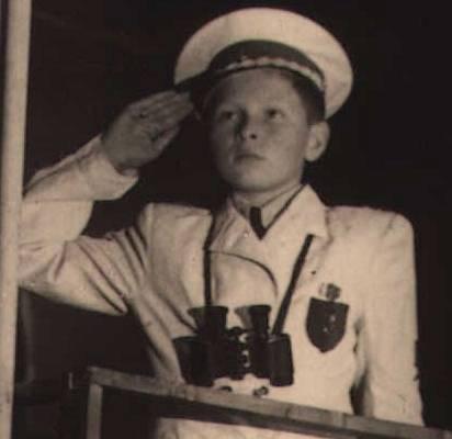 1946 S divadlem začal koketovat už jako dítě.