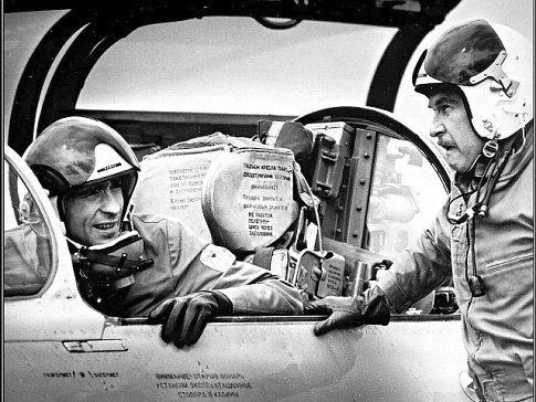 Zalétal si i před kamerou v armádním filmu z leteckého prostředí.