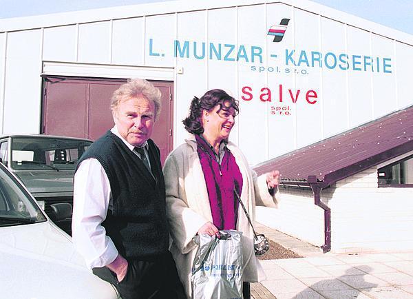 Herečka podporovala Munzara i v podnikání. Rok 1992