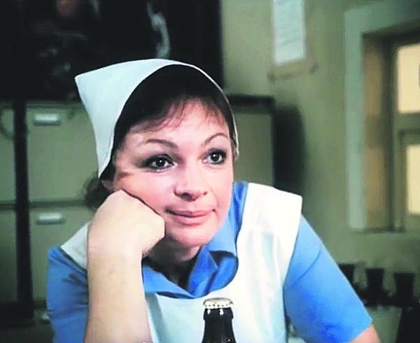 Jana Hlaváčová jako zdravotní sestra Tonička v Básnících.