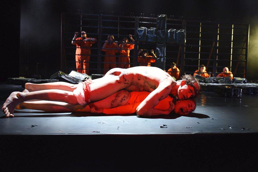 Z divadelní hry Naše násilí a vaše násilí