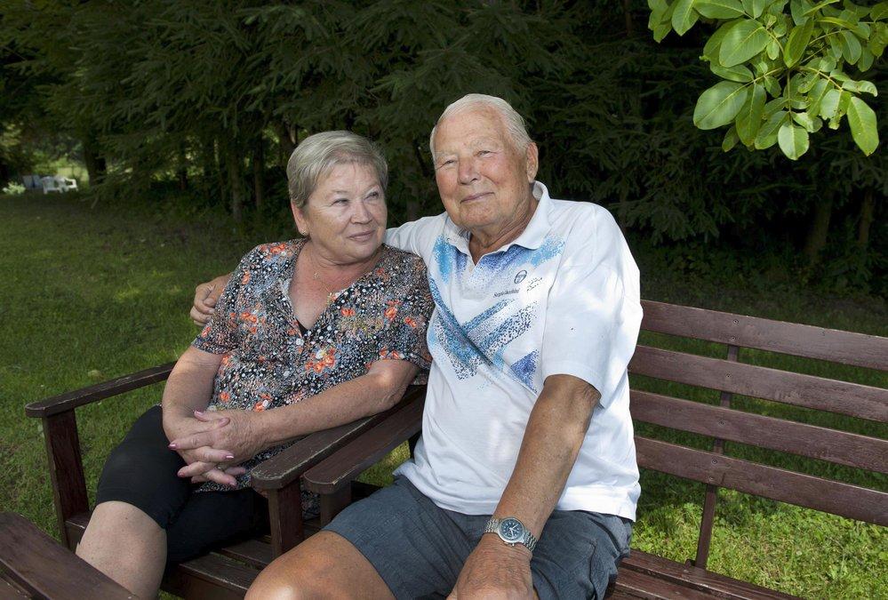 Představitel Limonádového Joea Karel Fiala s manželkou