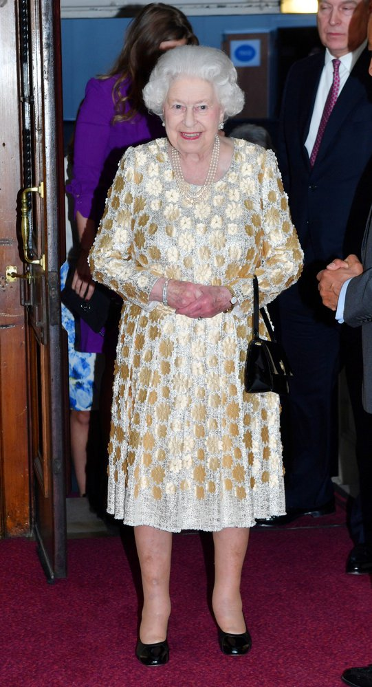 Britská královna Alžběta II. oslavila 92. narozeniny. V londýnské  koncertní hale Royal Albert Hall jí zazpívala řada známých hvězd