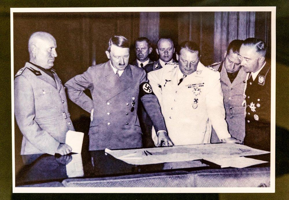 Zástupci Británie, Francie, Itálie a Německu při podpisu Mnichovské dohody.