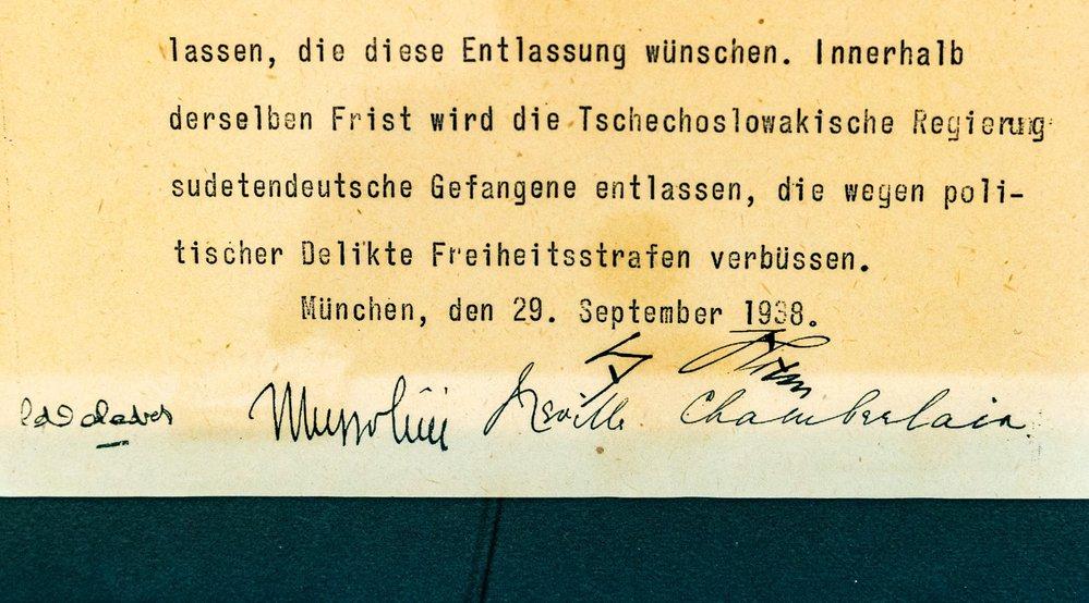 Podpisy Daladiera, Mussoliniho, Chamberlaina a Hitlera na Mnichovské dohodě.