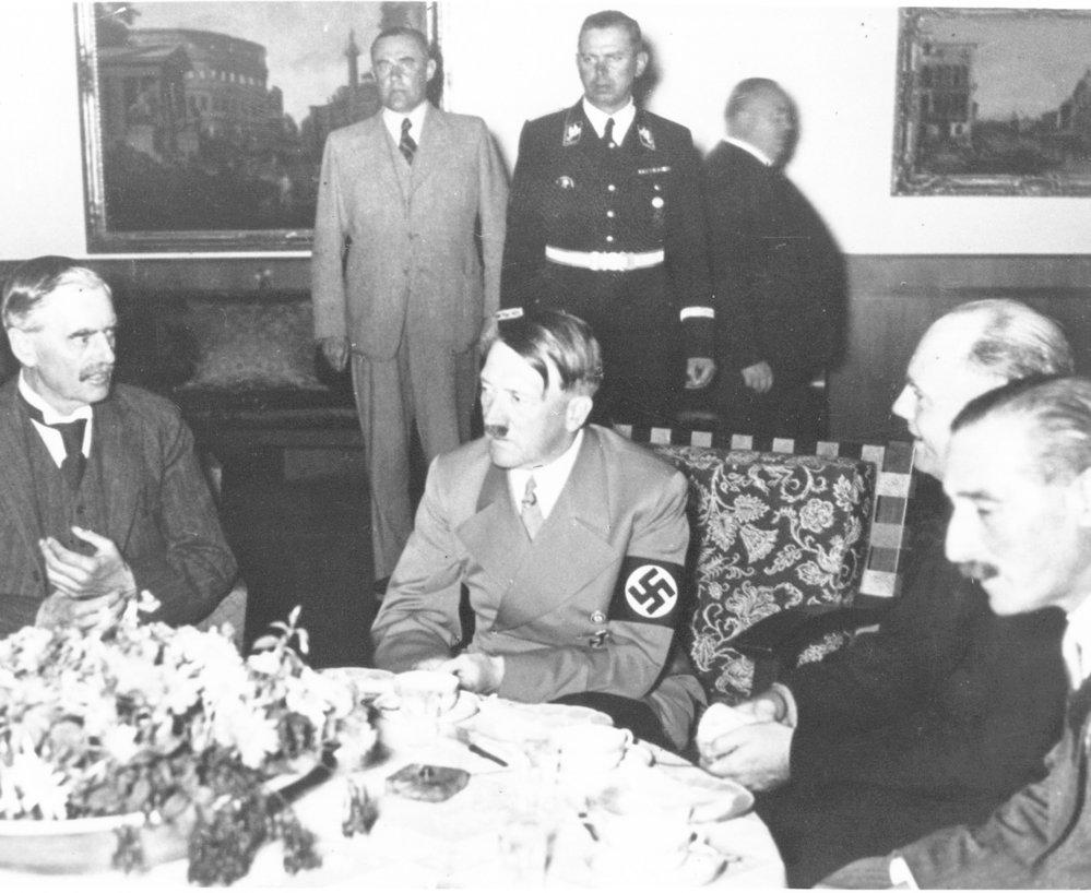 Chamberlain, Hitler,  Mussolini a Daladier během konference v Mnichově.