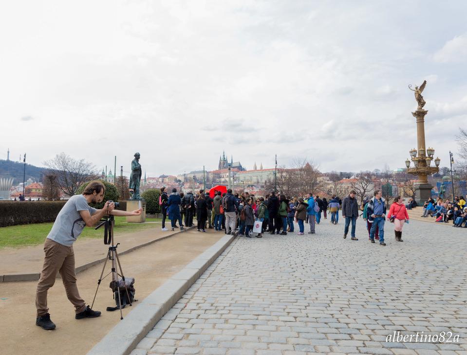 Fotografii fotí na místě se vším všudy