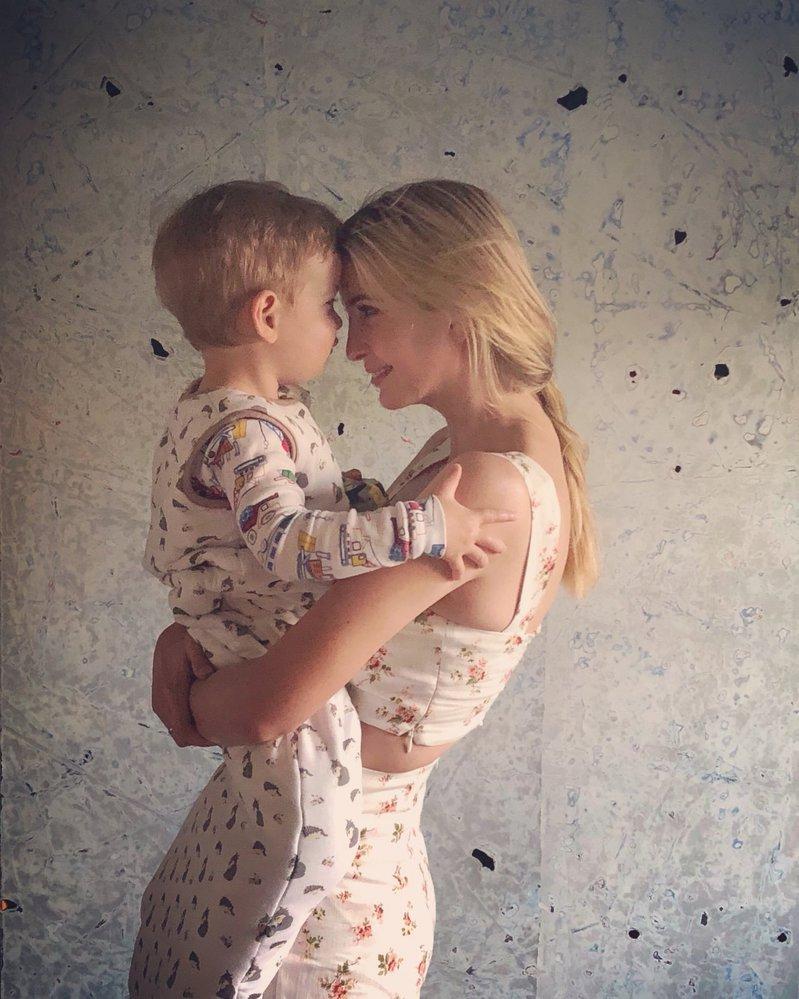 Ivanka Trumpová na svém Twitteru zveřejnila fotku se svým dvouletým synem Theodorem