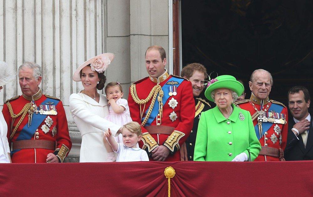Královská rodina na balkoně při oslavách Trooping the Colors