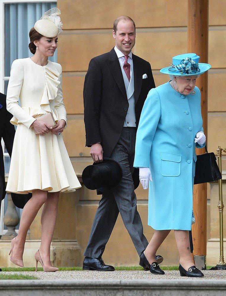 Princ William, vévodkyně Kate a královna Alžběta