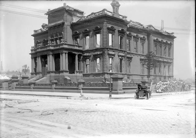 San Francisco v troskách. Zemětřesení v roce 1906 zničilo osmdesát procent města.