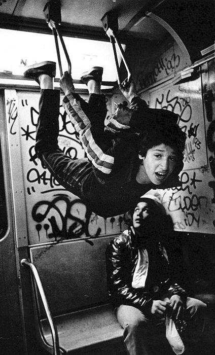 Mladiství prostituti míří domů po noci strávené na Times Square.