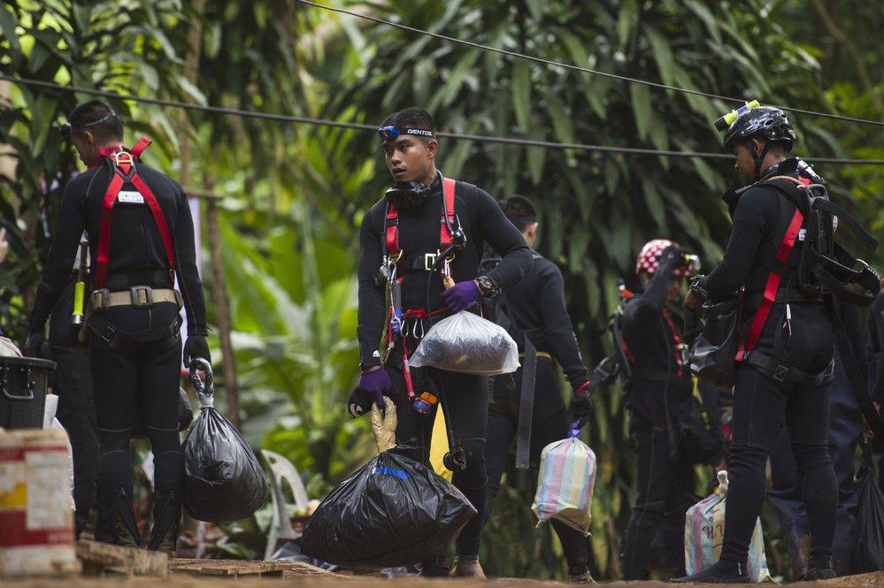Úspěšná záchrana 12 thajských fotbalistů a jejich trenéra