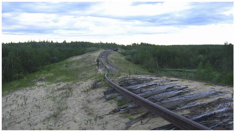 Transpolární železnice: Měla to být chlouba Stalinova režimu, dnes z ní zbyly jenom chátrající trosky.