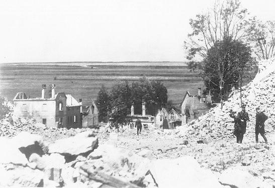 18. Lidice, červen 1942: Nacisté ničili dům za domem.