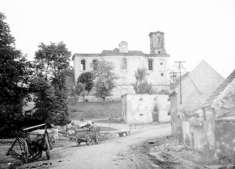 19. Lidice, červen 1942: Němci zničili i kostel svatého Martina.