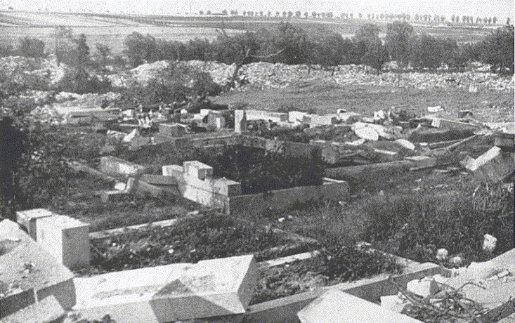 20. Lidice, červen 1942: Němci zničili také hřbitov.