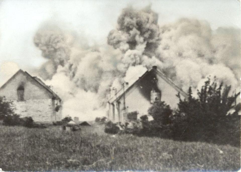 23. Lidice, červen 1942: Tato fotka hořící české vesnice patří mezi ty známější.