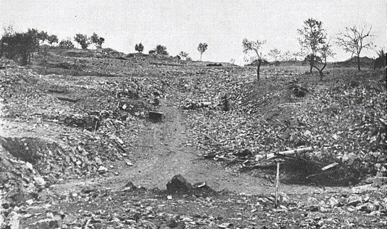 25. Lidice, červen 1943: I rok po masakru byly na místě ještě trosky.