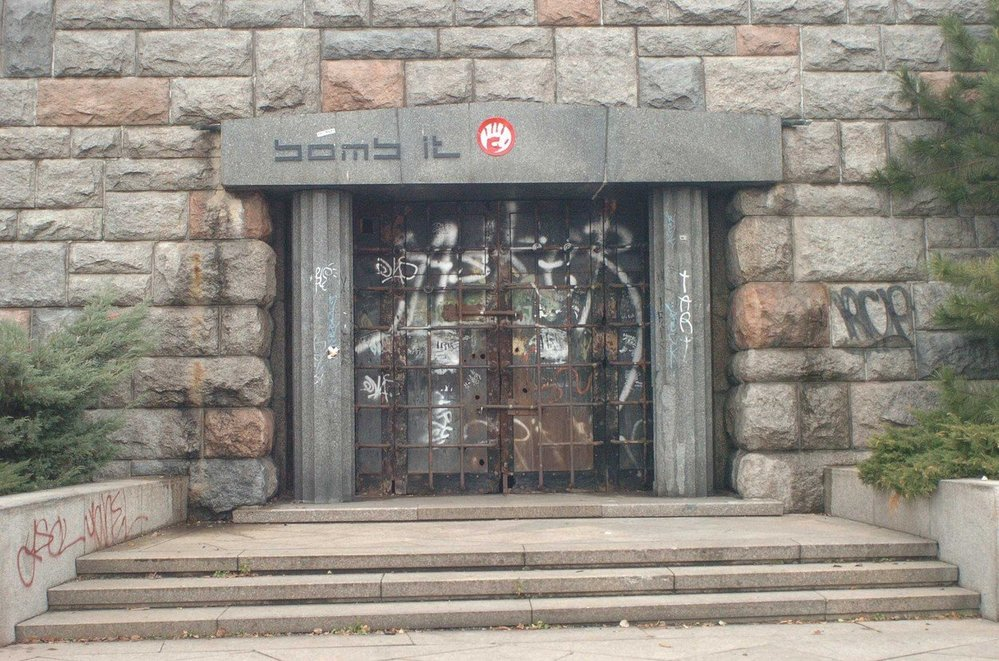 Bývalý pomník Stalina na Letné, místo sousoší zde stojí metronom.