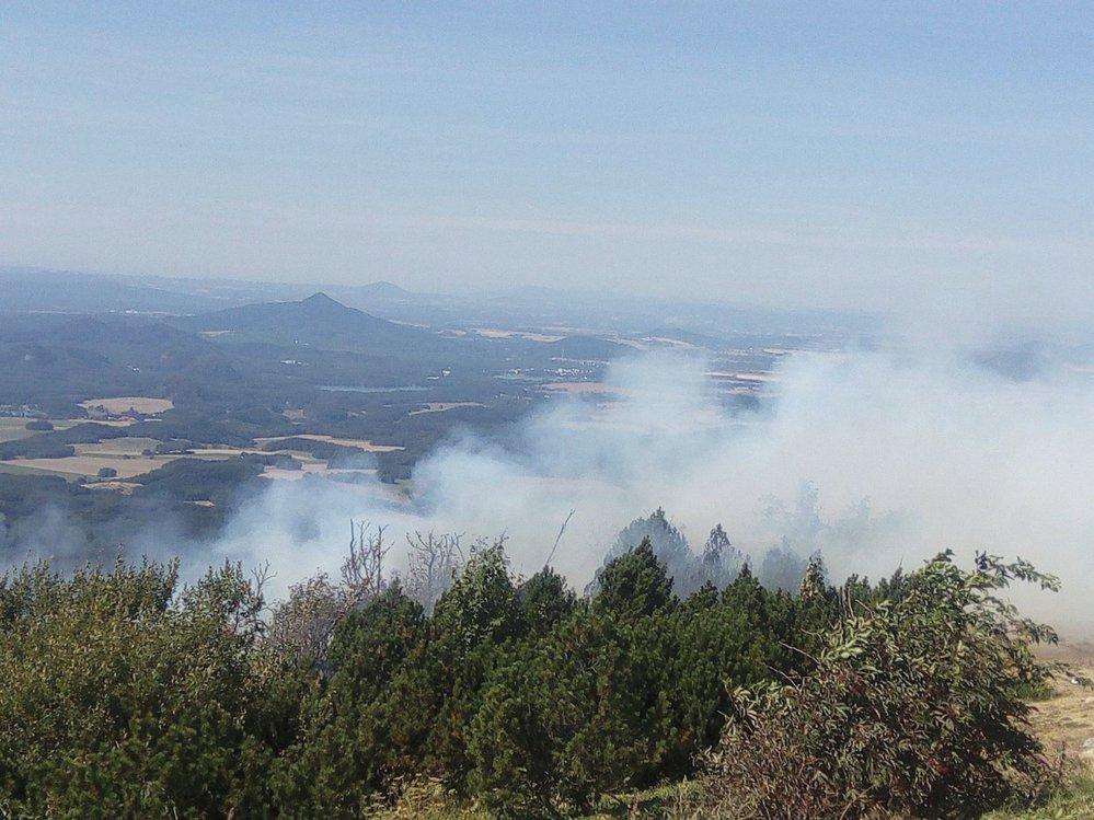 Okolí vysílače na Ještědu zachvátil požár