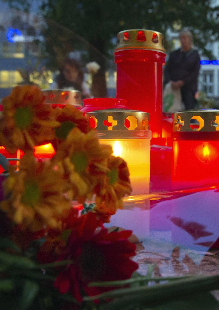 Lidé truchlí nad tragickou vraždou Němce v Chemnitzu u českých hranic
