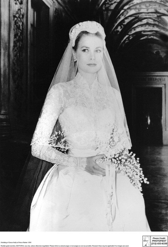 Jako nevěsta byla nádherná. Její šaty později tak trochu okopírovala vévodkyně Kate.