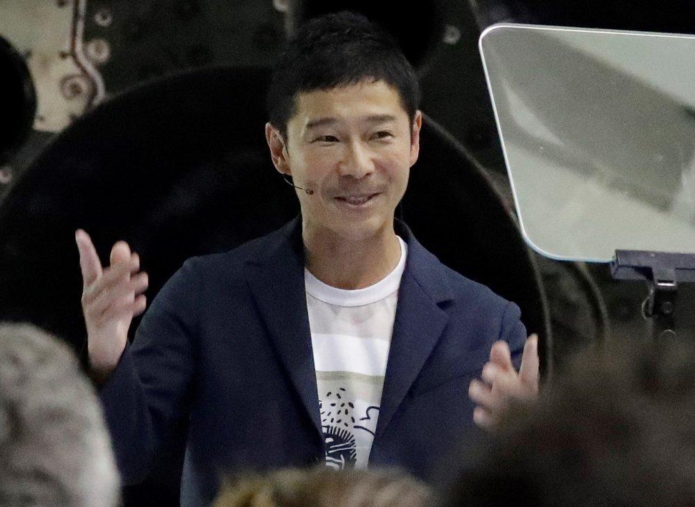 TOP 10 retweetů - na první místo se dostal japonský miliardář Júsaku Maezawa