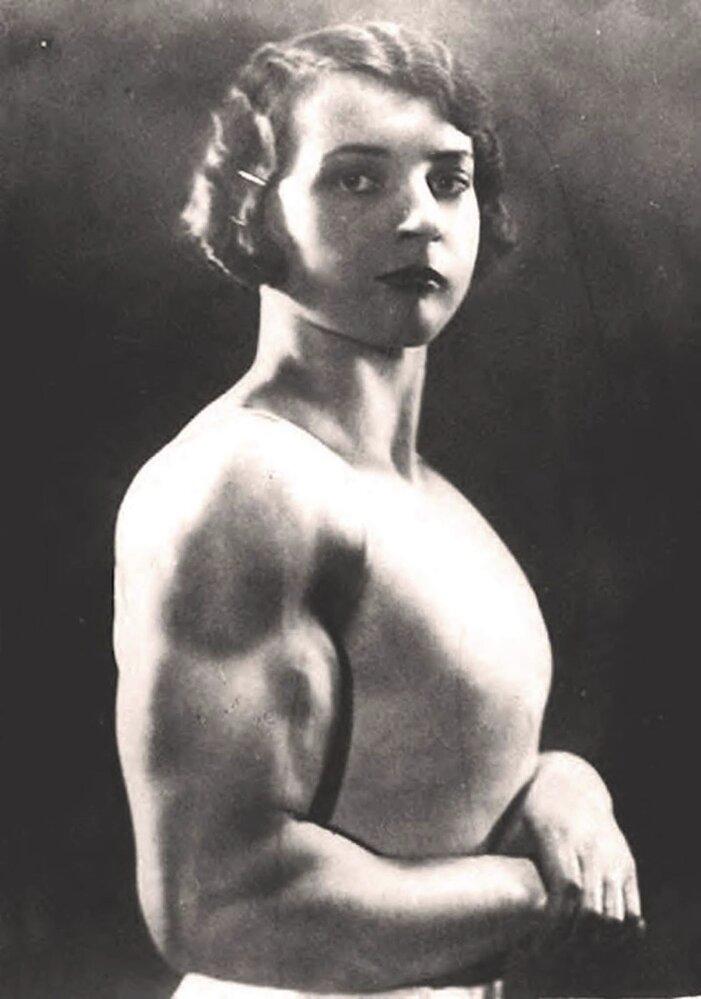 Luisita Leersová byla i vynikající akrobatkou a navzdory tehdejším konvencím ji muži považovali za nádhernou ženu.