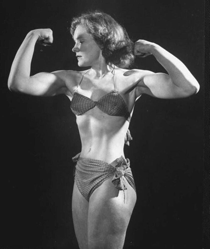 Joan Rhodesová uváděla diváky v úžas ohýbáním železa.