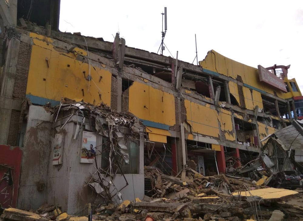 Indonéský ostrov Sulawesi zasáhlo zemětřesení, způsobilo až třímetrové vlny tsunami (28.9.2018)