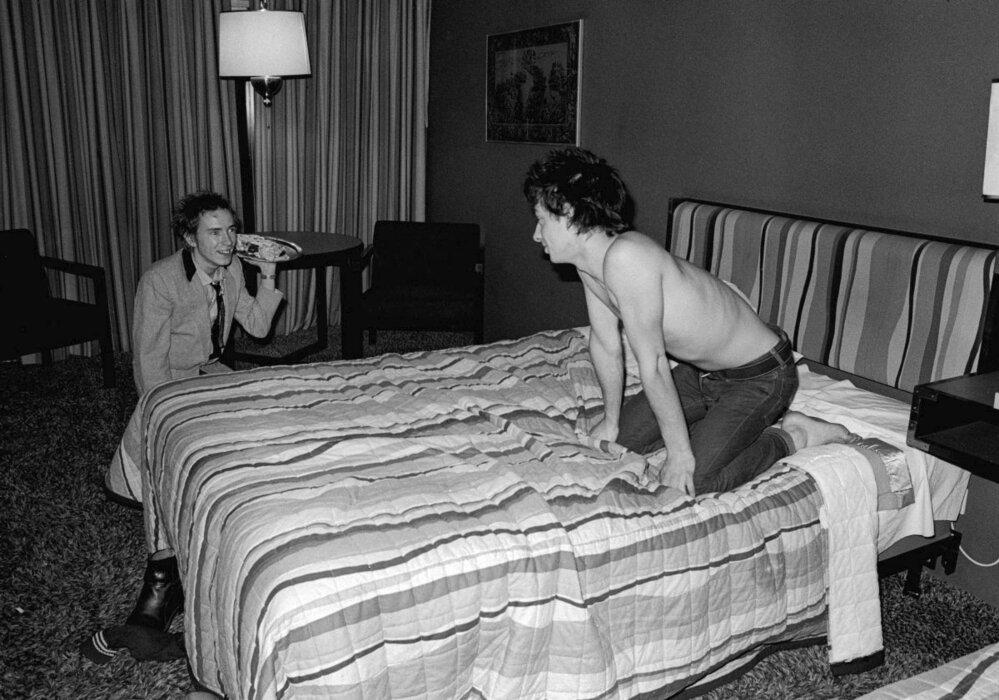 Johnny Rotten a Nils Stevenson, jenž se později stal manažerem Siouxsie and the Banshees.