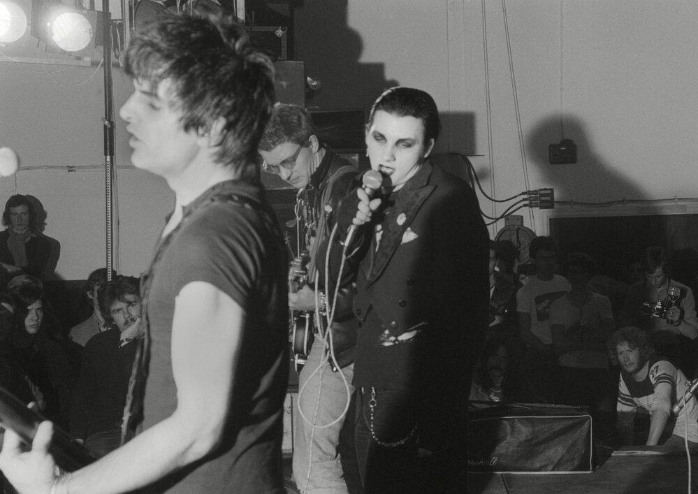 The Damned turné opustili poté, co přistoupili na požadavek rady jednoho z měst a zahráli odpoledne před koncertem zastupitelům. S tím se Sex Pistols nechtěli smířit. The Damned ale měli pro vyhazov vlastní vysvětlení. Původně byli prý součástí, protože již hráli delší dobu a měli mnoho fanoušků. Po vystoupení v BBC je ale pro vlastní popularitu již Sex Pistols nepotřebovali.