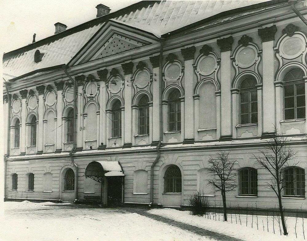 Smolný institut - továrna na ruské šlechtičny
