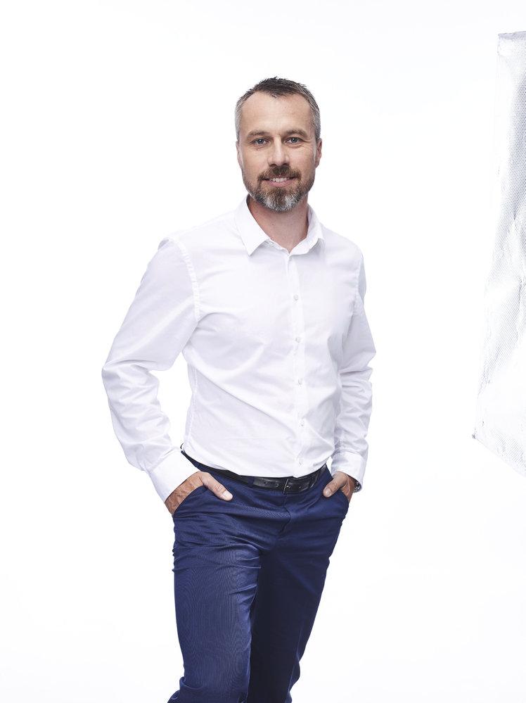Miroslav Adámek (ANO) - obvod Šumperk (č. 62): Jediný úspěšný kandidát Babišovy strany získal přes 60 procent hlasů a porazil lidoveckého kandidáta Zdeňka Brože. Původní profesí je seřizovač pro výrobní linky, působil jako kurátor pro mládež, je ředitelem obecně prospěšné společnosti Pontis Šumperk.
