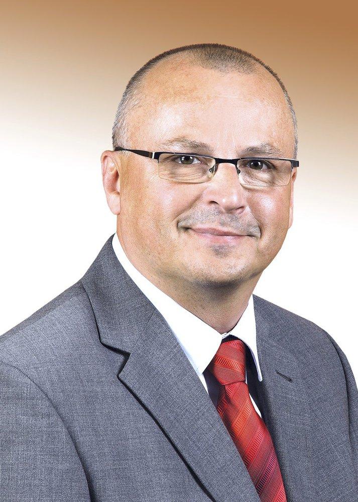 Petr Vícha (ČSSD) - obvod Karviná (č. 74): Jediný úspěšný kandidát ČSSD vyhrál ve druhém kole nad komunistkou s téměř 80 procenty. Je předsedou sociálnědemokratického senátorského klubu a starosta Bohumína.
