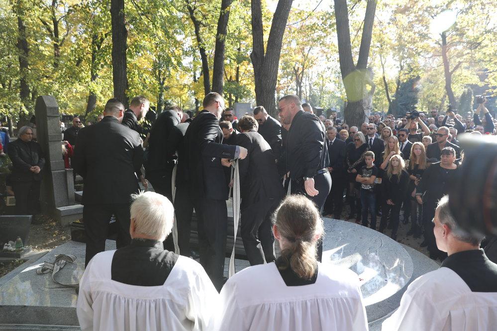 a274e2f66 Pohřeb Kočkových: Jak jsem se styděl za své spoluobčany   Reflex.cz