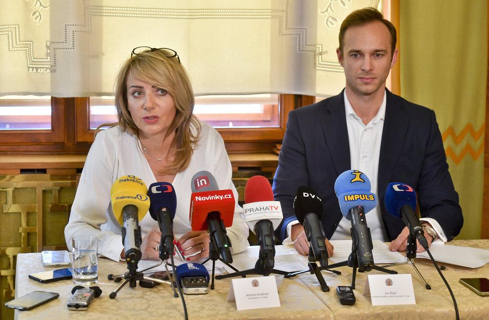 Adriana Krnáčová s pražským předsedou ANO Janem Říčařem.