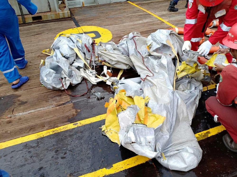 Boeing 737 indonéské společnosti Lion Air se zřítil do moře: Pláč příbuzných a hledání trosek (29. 10. 2018)