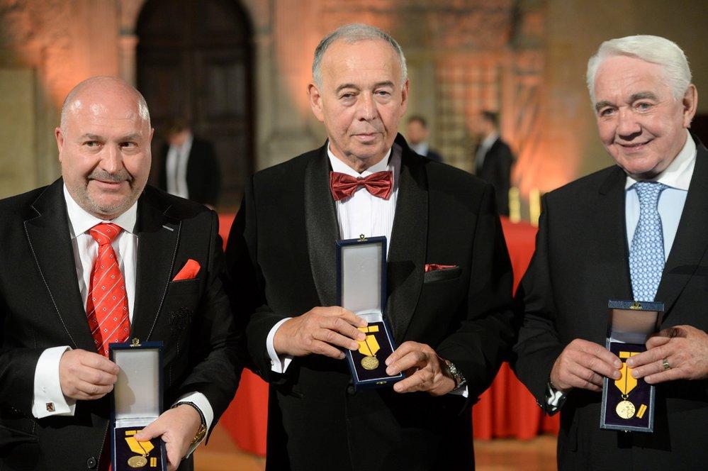 Tři ocenění umělci. Prezident Miloš Zeman vyznamenal Michala Davida, Ivana Vyskočila i Jiřího Krampola (28. 10. 2018)