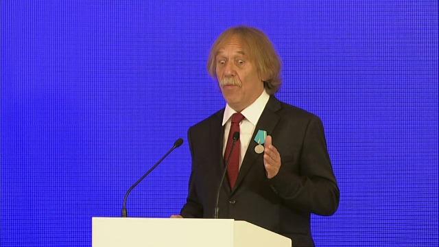 Ruský prezident Vladimir Putin udělil medaili českému písničkáři Jaromíru Nohavicovi (4. 11. 2018)