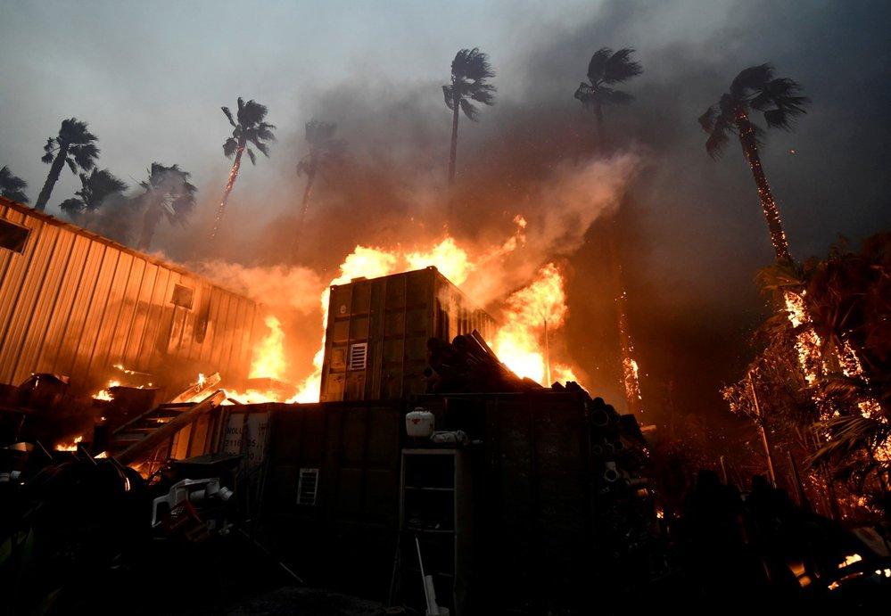 Lesní požár, který se ve čtvrtek rozhořel severozápadně od San Francisca a zdevastoval město Paradise, už má devět potvrzených obětí.