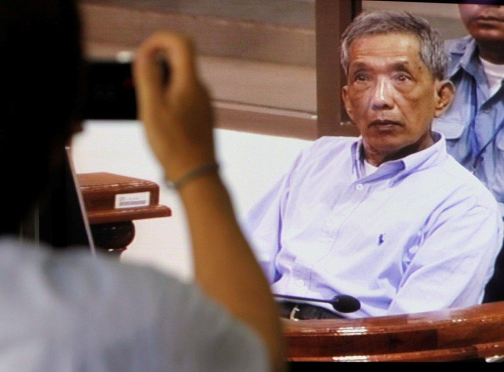 Hlavní ideolog Rudých Khmerů Nuon Chea byl odsouzen na doživotí za genocidu (16.11.2018)