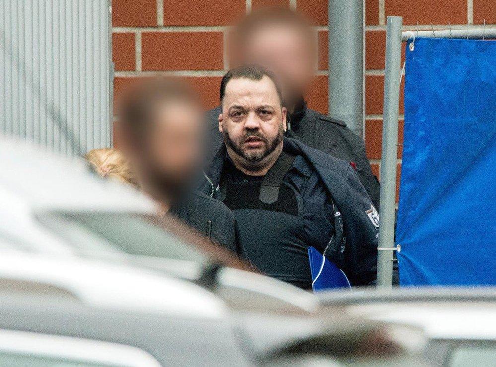 Ošetřovatel Niels Högel byl obviněný z vraždy 100 pacientů