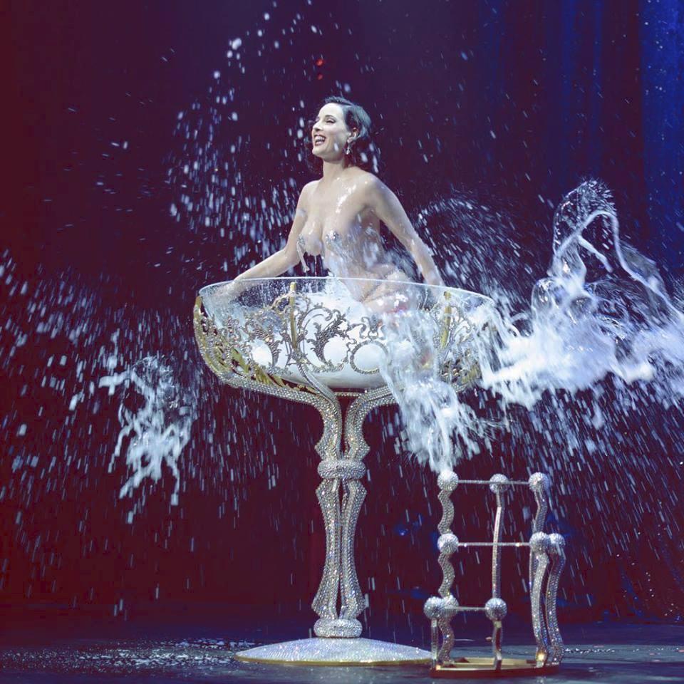 Záběry z představení The Art of Teese od Dity von Teese