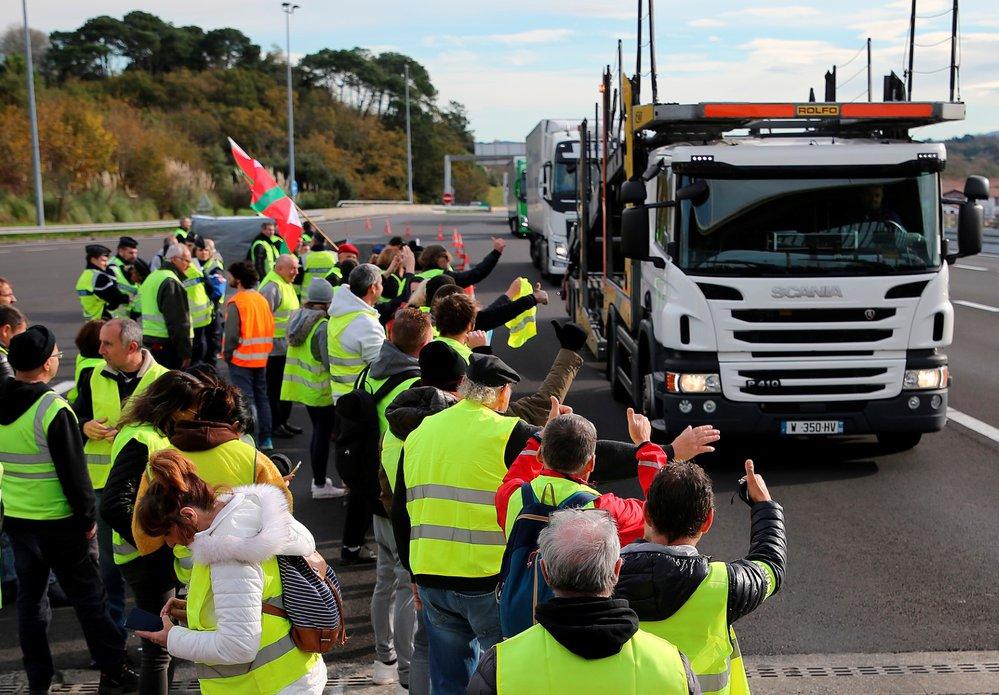 Ve Francii probíhají protesty proti zdražování pohonných hmot (24.11.2018)