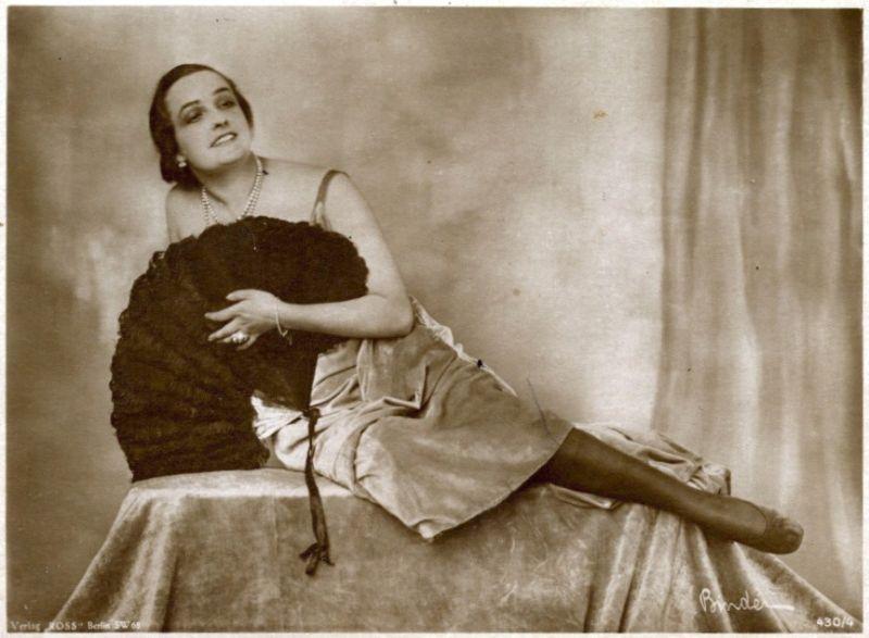 Pohlednice Heinricha Rosse s kráskami němého filmu
