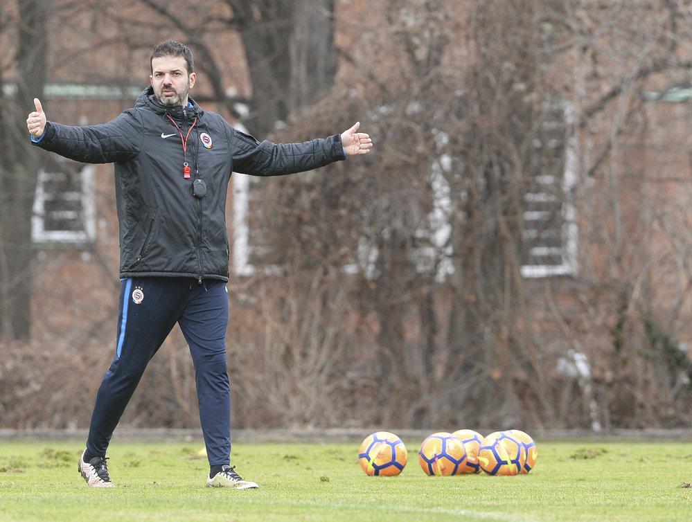 Na nové angažmá Andrea Stramaccioni po konci ve Spartě stále čeká