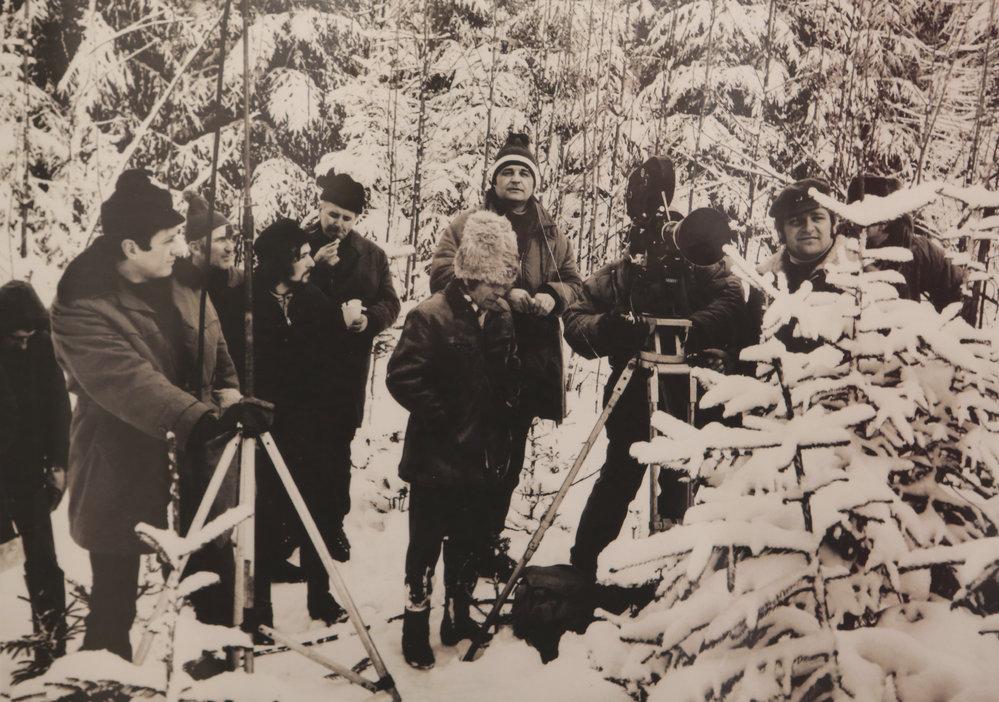 Při natáčení závěrečné scény foukal ostrý vítr a teploty klesly až na minus 21 °C.