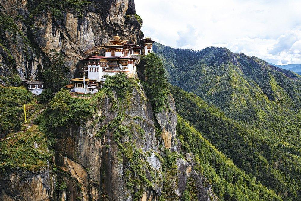Chrám Tygří hnízdo, zavěšený na skalním útesu